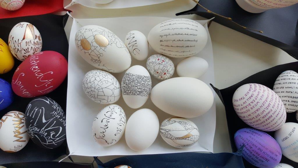 Kunstvoll beschriftete Eier