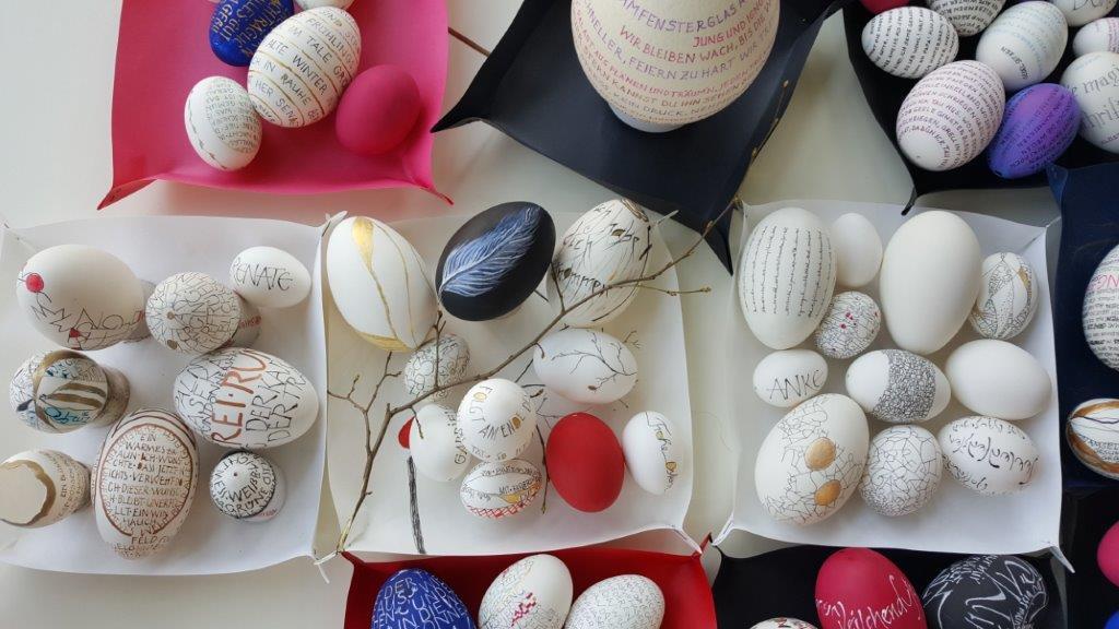 Kalligrafisch gestaltete Eier